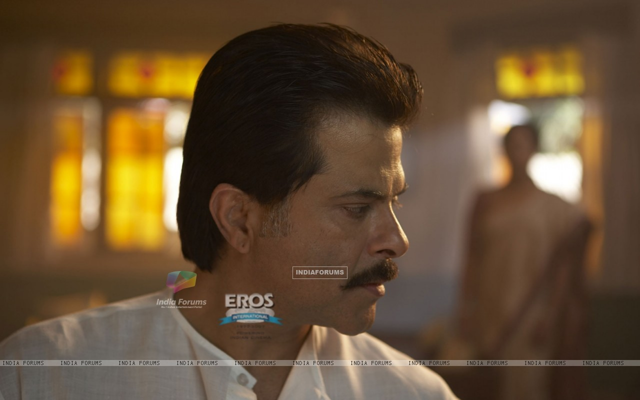 Anil Kapoor listening to Shefali (11600) size:1280x800
