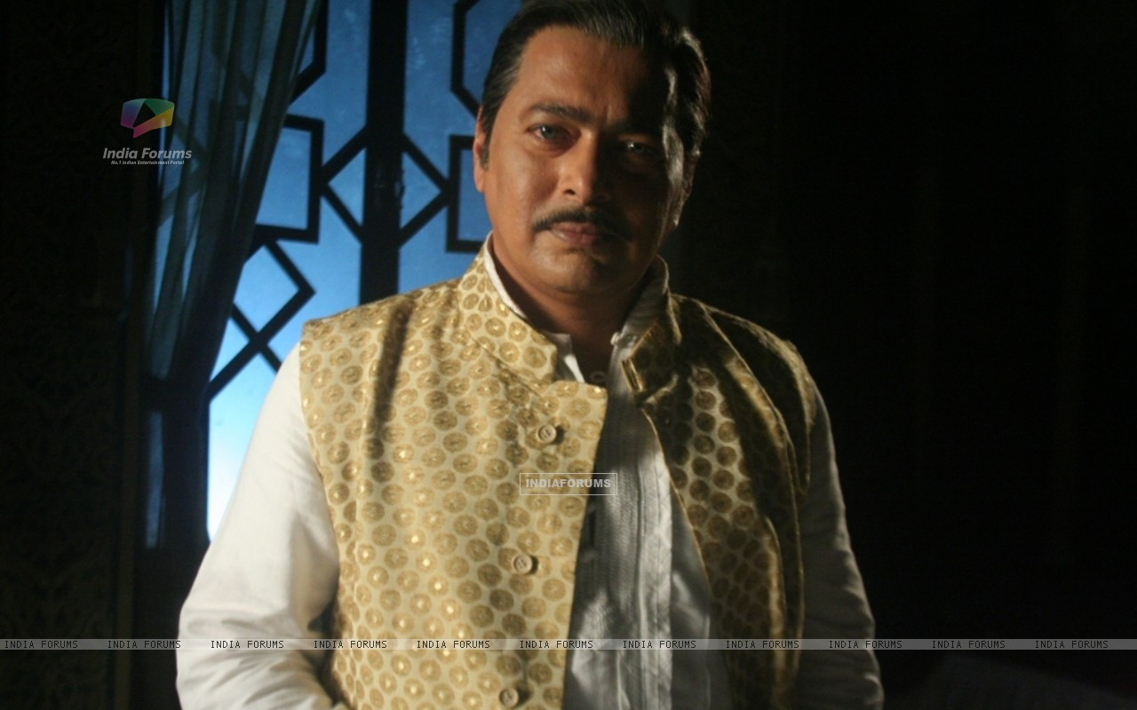 Rupesh Chauhan as Bharati Father (116396) size:1280x800