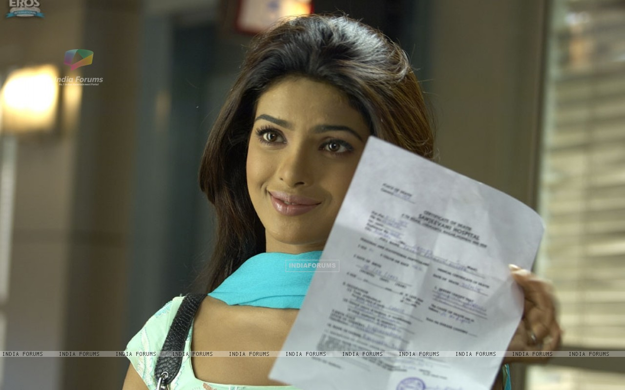 Priyanka Chopra with a confirmation letter (11829) size:1280x800