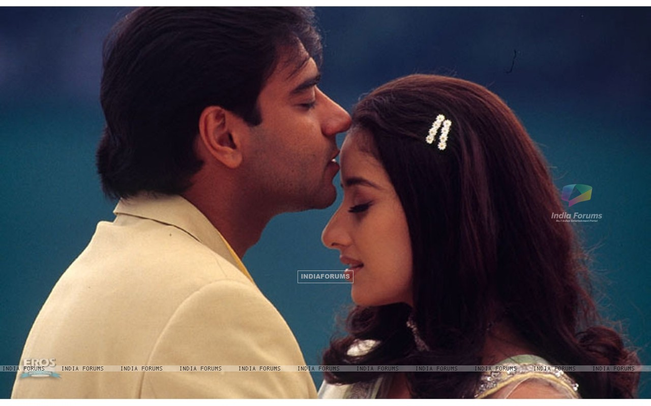 Romantic scene of Ajay and Manisha (12099) size:1280x800
