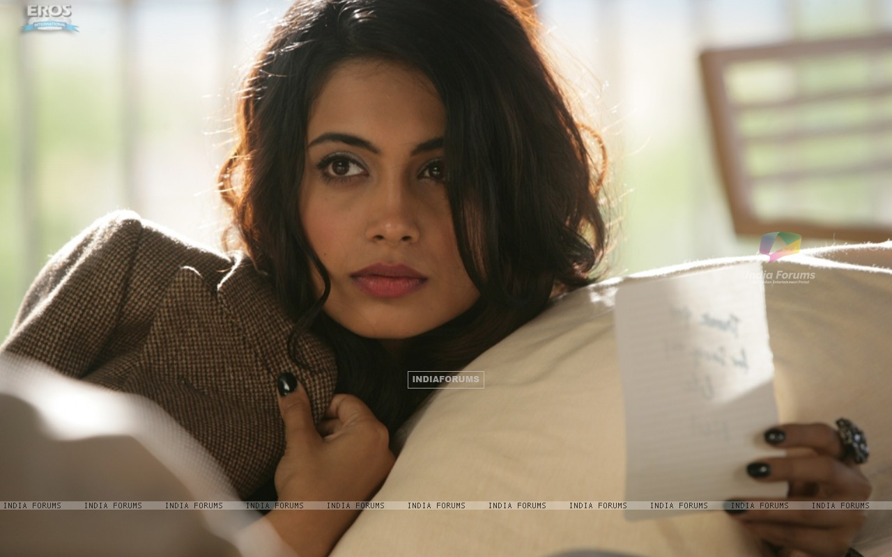 Still image of Sarah Jane Dias as Maya (122525) size:1280x800