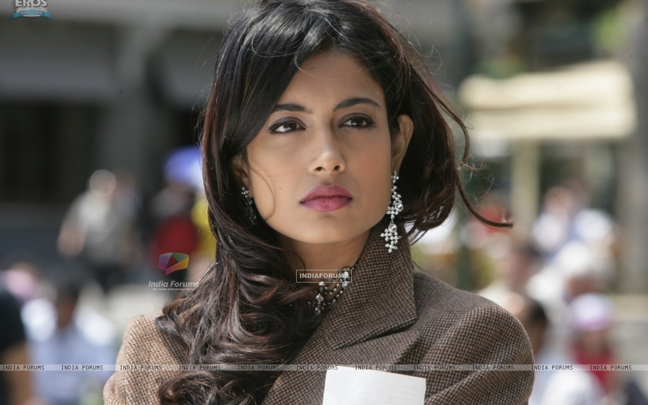 Sarah Jane Dias as Maya in the movie Game(2011) (122526) size:1280x800