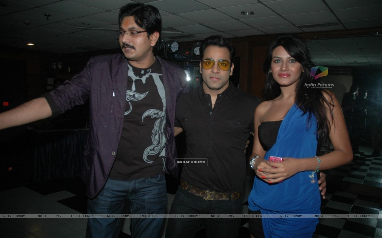 Abhishek Avasthi at Amit Mishra Birthday bash at the club, Mumbai (123980) size:1280x800