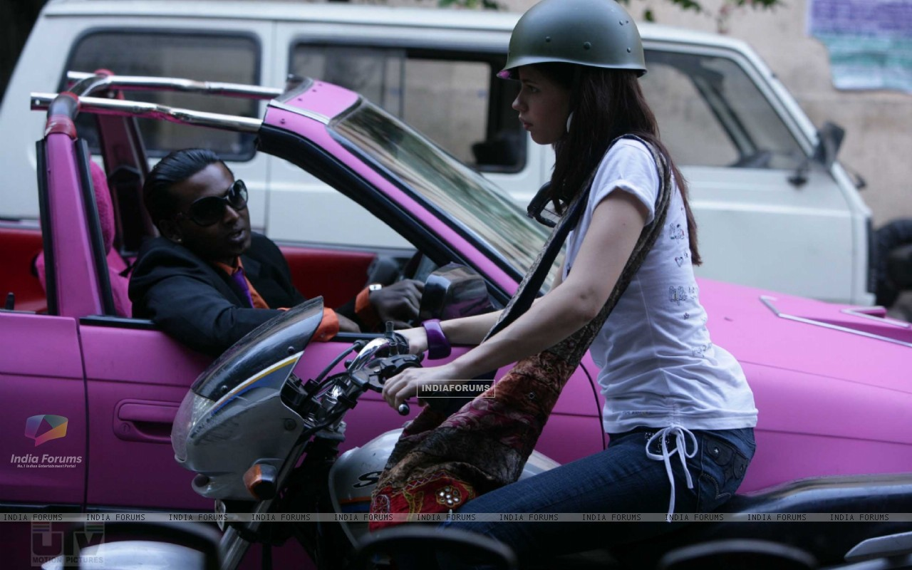 Kalki Koechlin riding a motorcycle (12452) size:1280x800