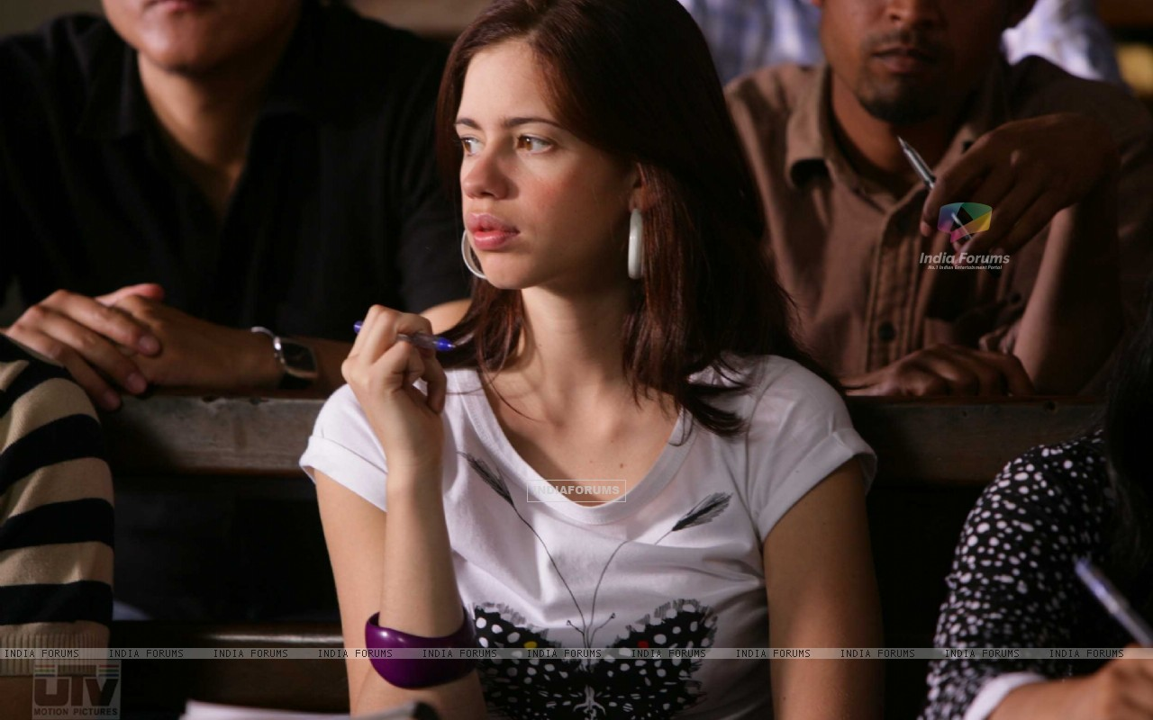 Kalki Koechlin thinking deeply (12521) size:1280x800
