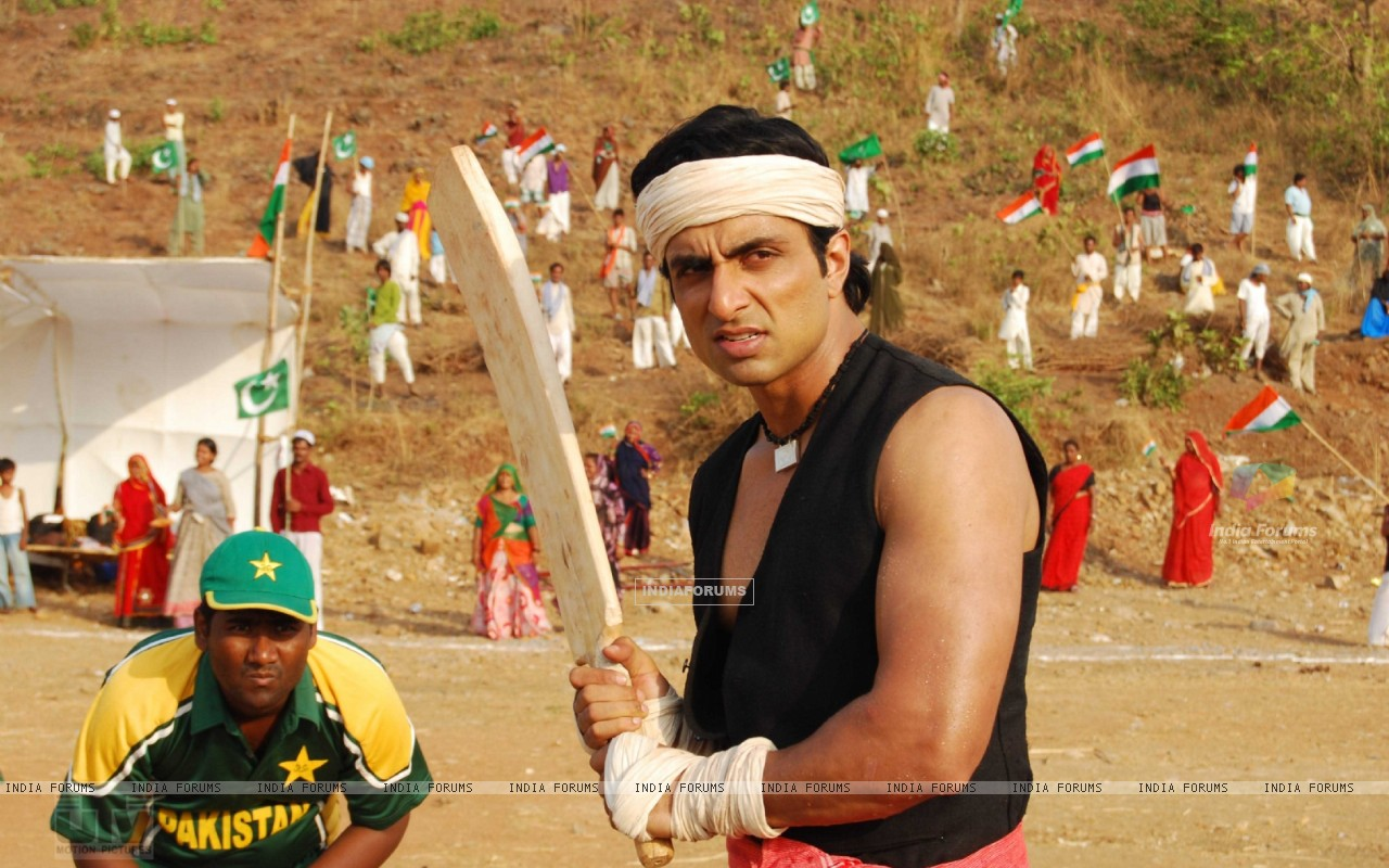 Sonu Sood playing a cricket (12624) size:1280x800