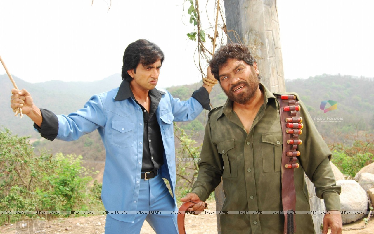 Sonu Sood and Johny doing the act of Sholay (12627) size:1280x800