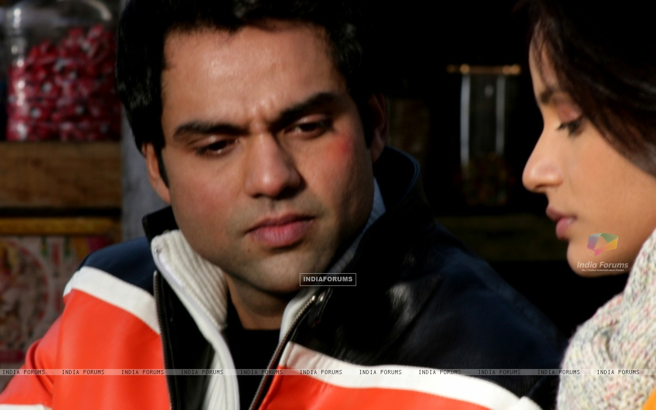 Abhay Deol talking to Neetu (12647) size:1280x800