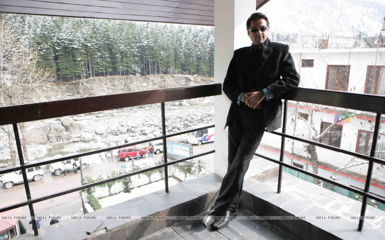 Abhay Deol looking dashing in black (12649) size:1280x800