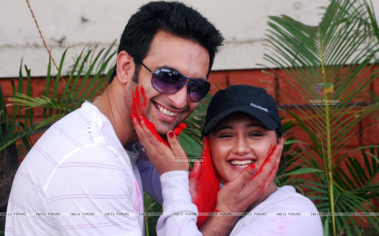 Nandish Sandhu & Rashmi Desai at Zoom Holi Party in Tulip star (126824) size:1280x800