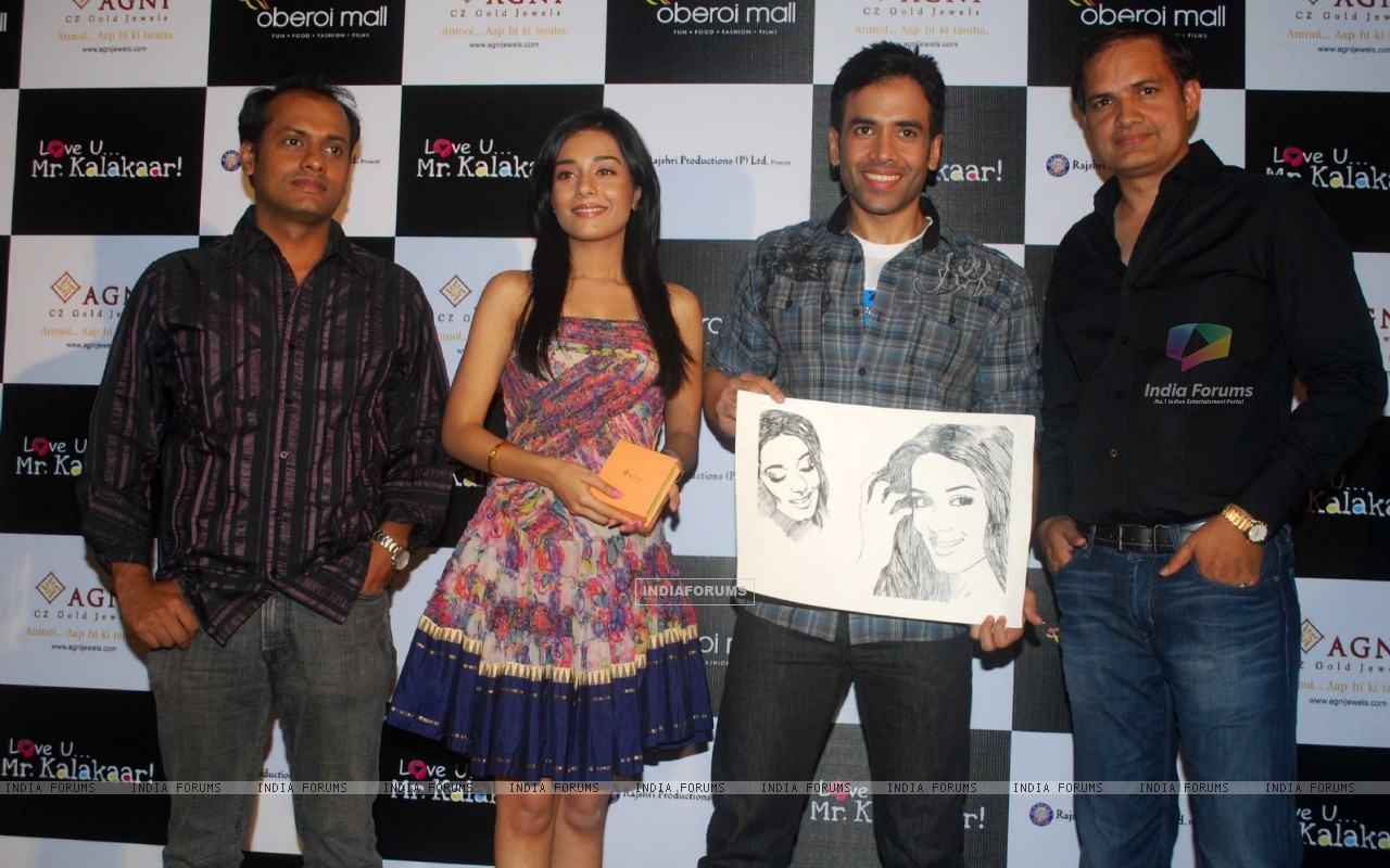 Tusshar Kapoor and Amrita Rao at a promotional event for film Love U... Mr. Kalakaar! at Oberoi Mall (133393) size:1280x800