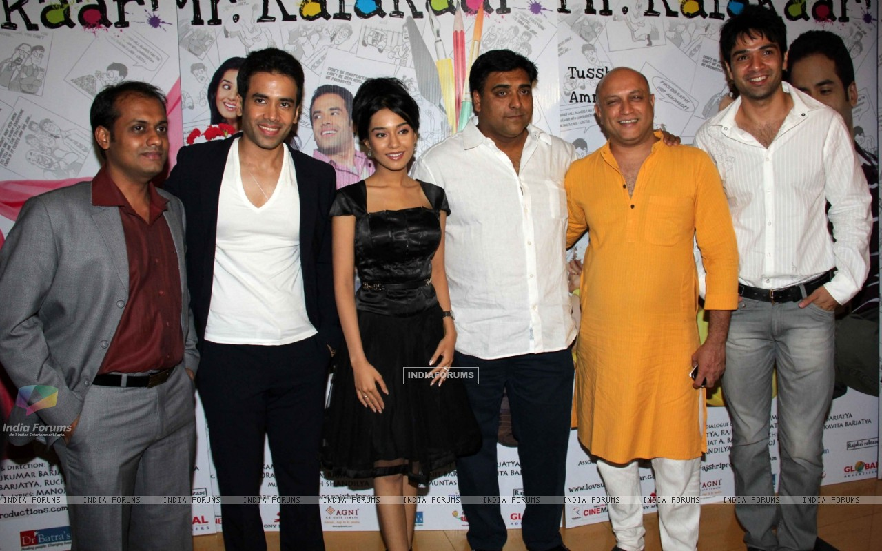 Tusshar Kapoor and Amrita Rao at 'Love U... Mr. Kalakaar!' movie screening (134377) size:1280x800