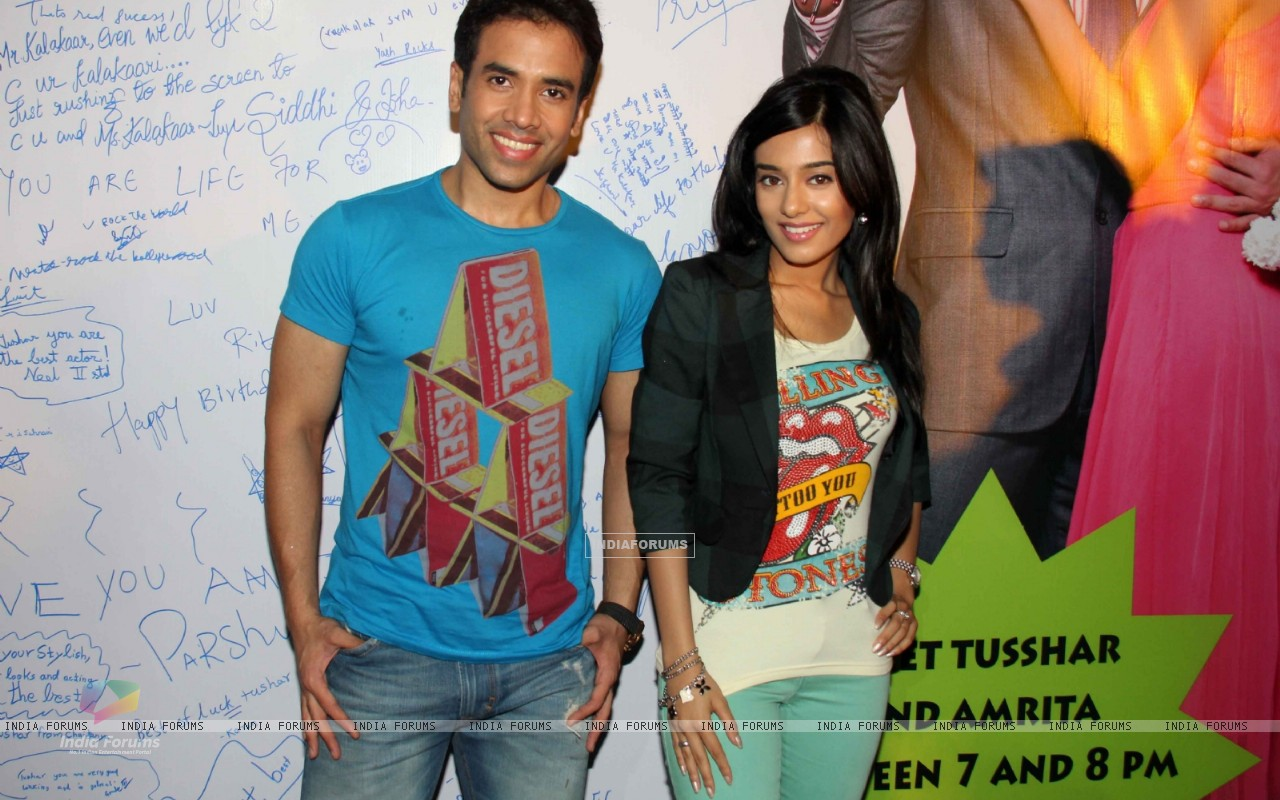 Tusshar Kapoor and Amrita Rao promotes Love U... Mr. Kalakaar! at Growel Mall at Kandivli (134503) size:1280x800