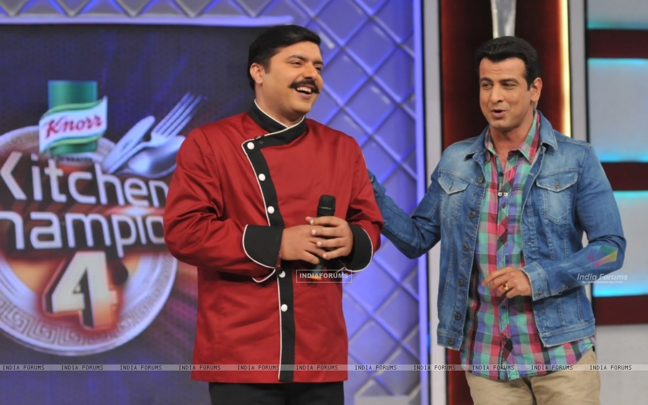 Chef Gauti with Ronit Roy in Kitchen Champion 4 (135165) size:1280x800