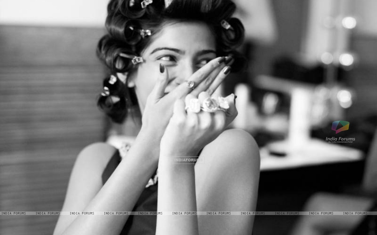 Sonam Kapoor as seen in L'Oreal Shoot (147325) size:1280x800