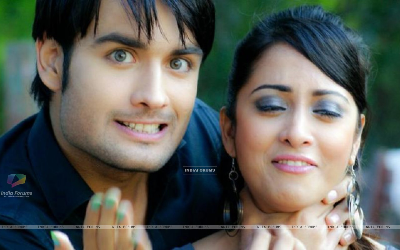 Vivian and Madhura Naik (148659) size:1280x800