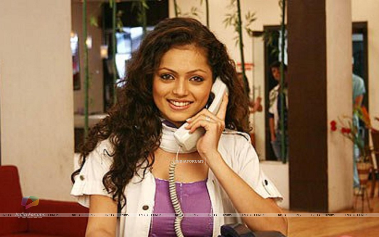Drashti Dhami as Dr. Muskaan in Dill Mill Gayye (148892) size:1280x800