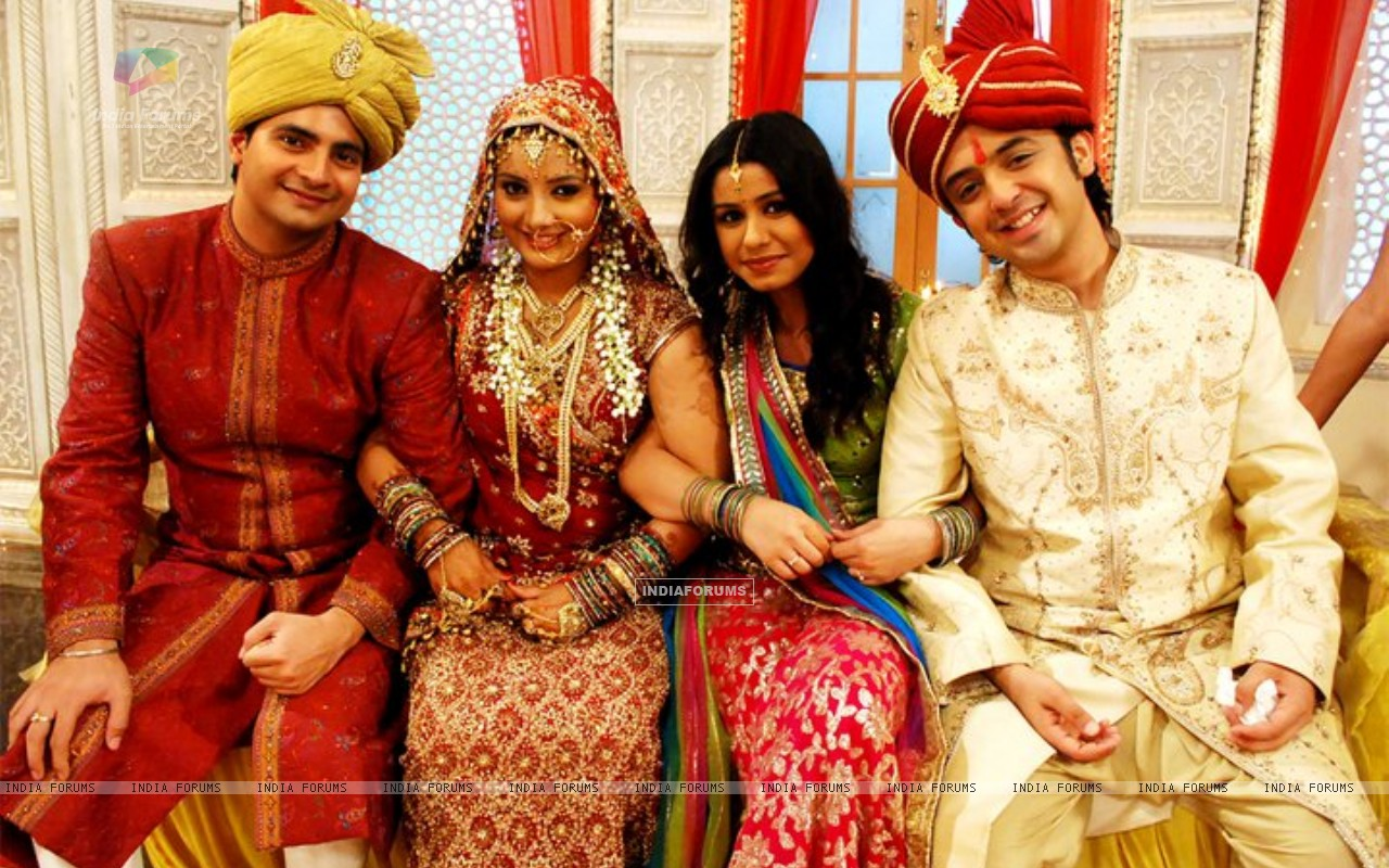 Nandini & Mohit with Naitik and Rashmi in their wedding (151070) size:1280x800