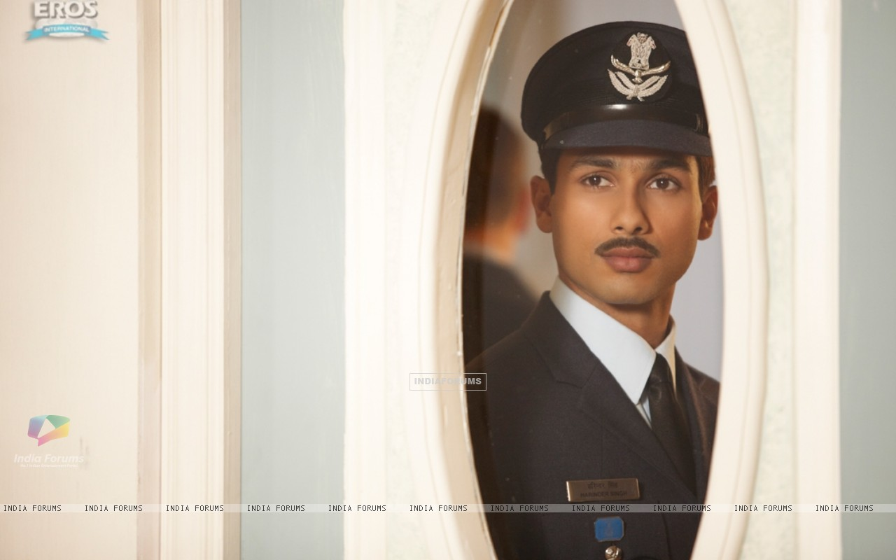 Shahid Kapoor as Harry in the movie Mausam (156302) size:1280x800