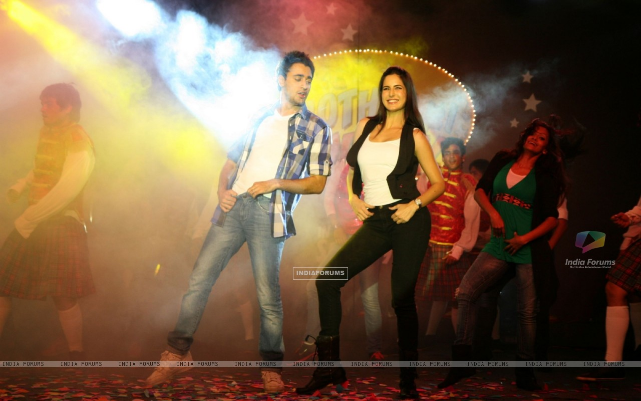 Imran and Katrina promote 'Mere Brother Ki Dulhan' at Inorbit Mall (156892) size:1280x800