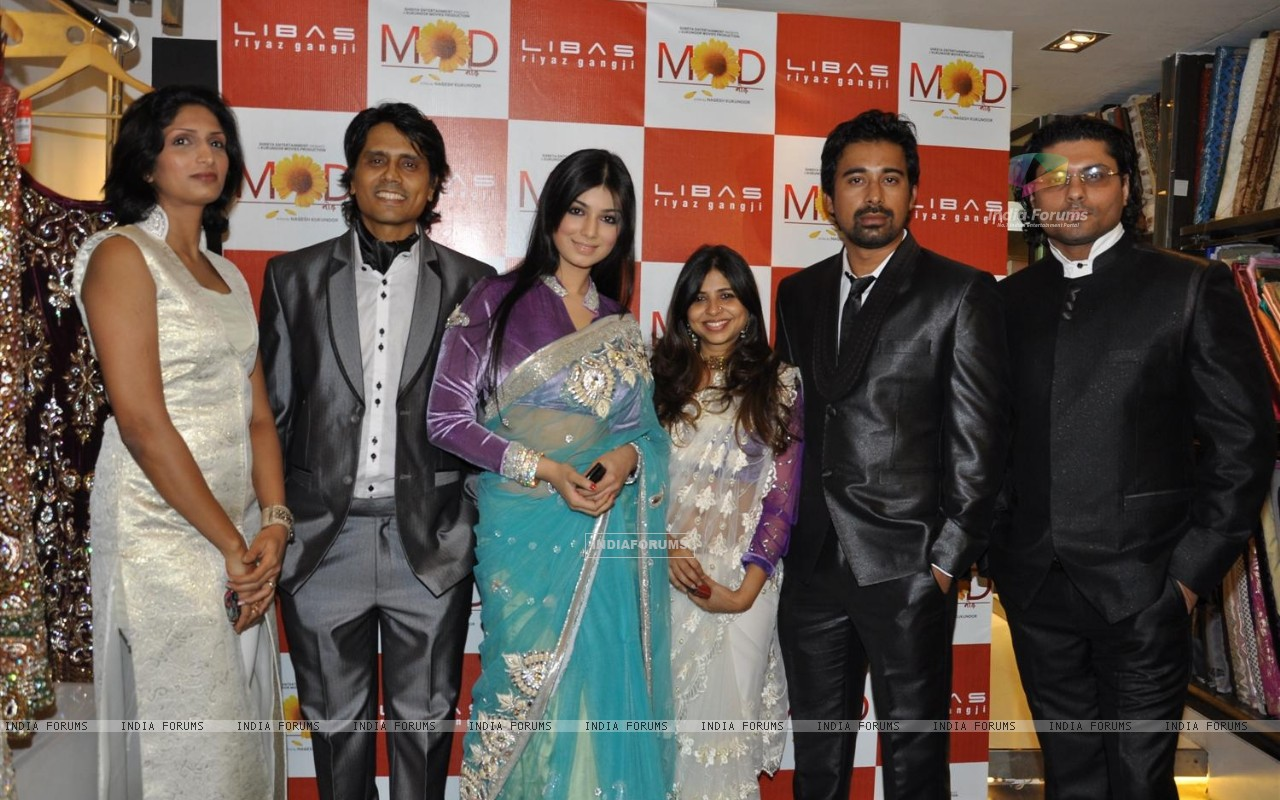 Nagesh Kukunoor, Ayesha Takia and Rannvijay Singh promote their film 'Mod' with unveiling clothes collection designer by Riyaz Gangji (159107) size:1280x800
