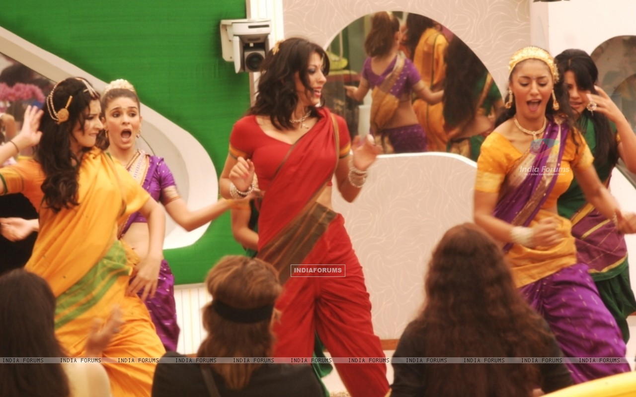 Participants performed in Tamil Song in Bigg Boss Season 5 (162983) size:1280x800