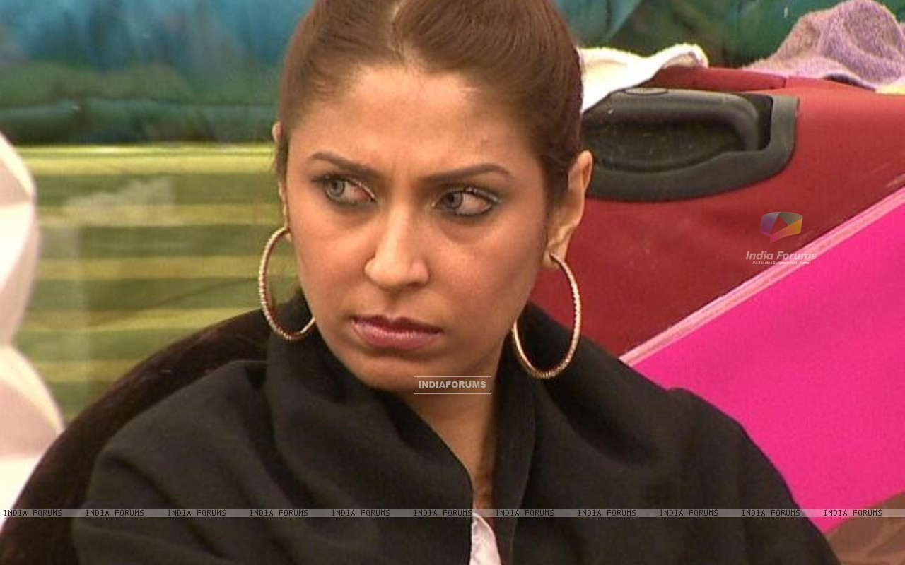 Pooja Misrra pissed off in Bigg Boss Season 5 (162984) size:1280x800