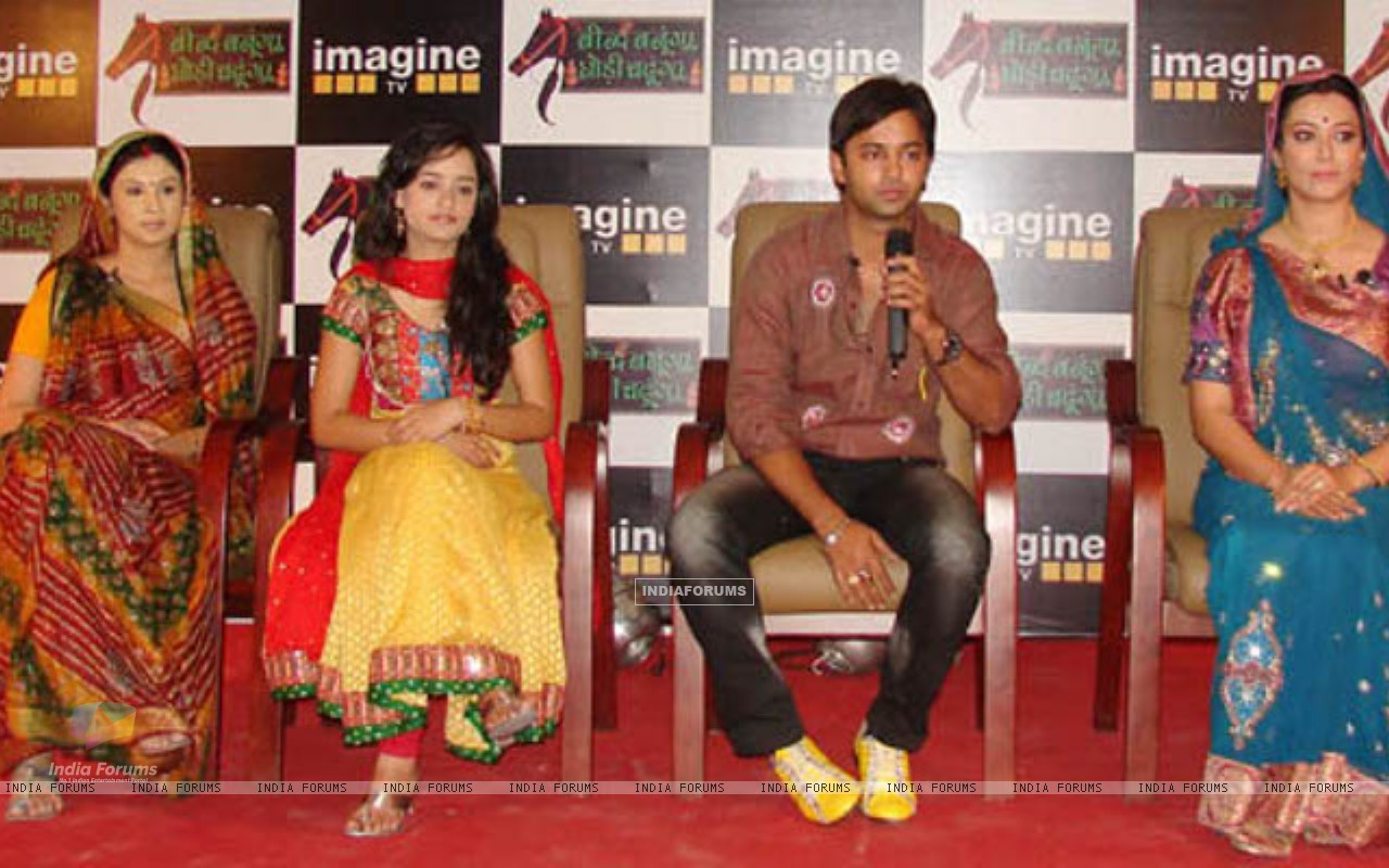Beend Banoongaa Ghodi Chadhunga cast at an promotional event (164643) size:1280x800
