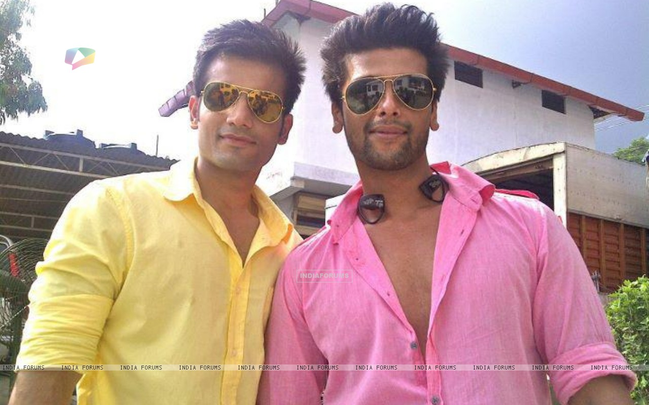 Karan Tacker and Kushal Tandon in Ek Hazaaron Mein Meri Behna Hain (164698) size:1280x800