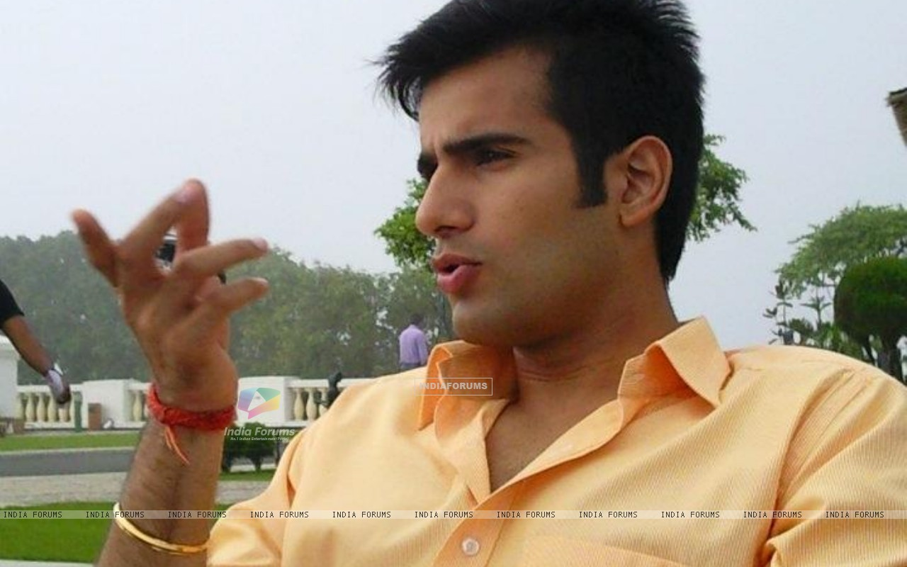Karan Tacker on the sets of Ek Hazaaron Mein Meri Behna Hain (164706) size:1280x800