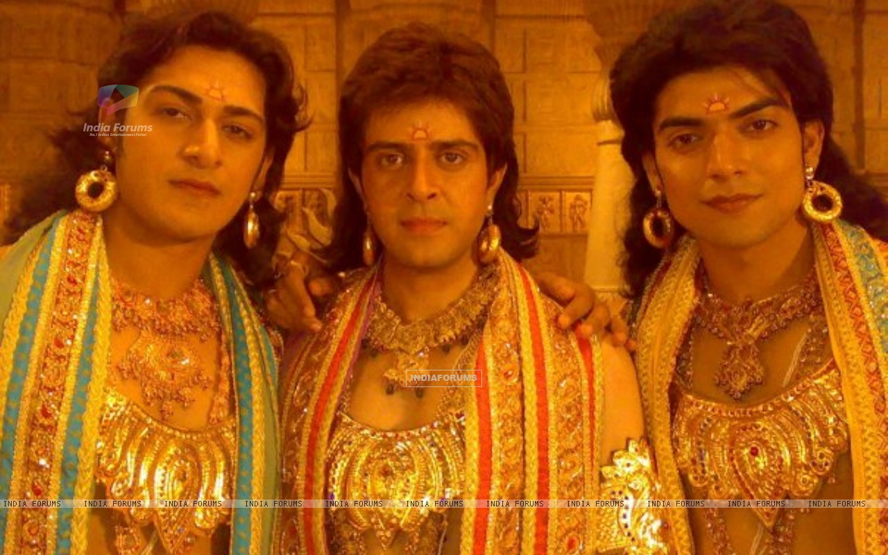 Gurmeet(Ram) with actors Ankit  Arora (Lakshman) and Vijay Bhatia (Bharat) on the sets of Ramayan (165334) size:1280x800