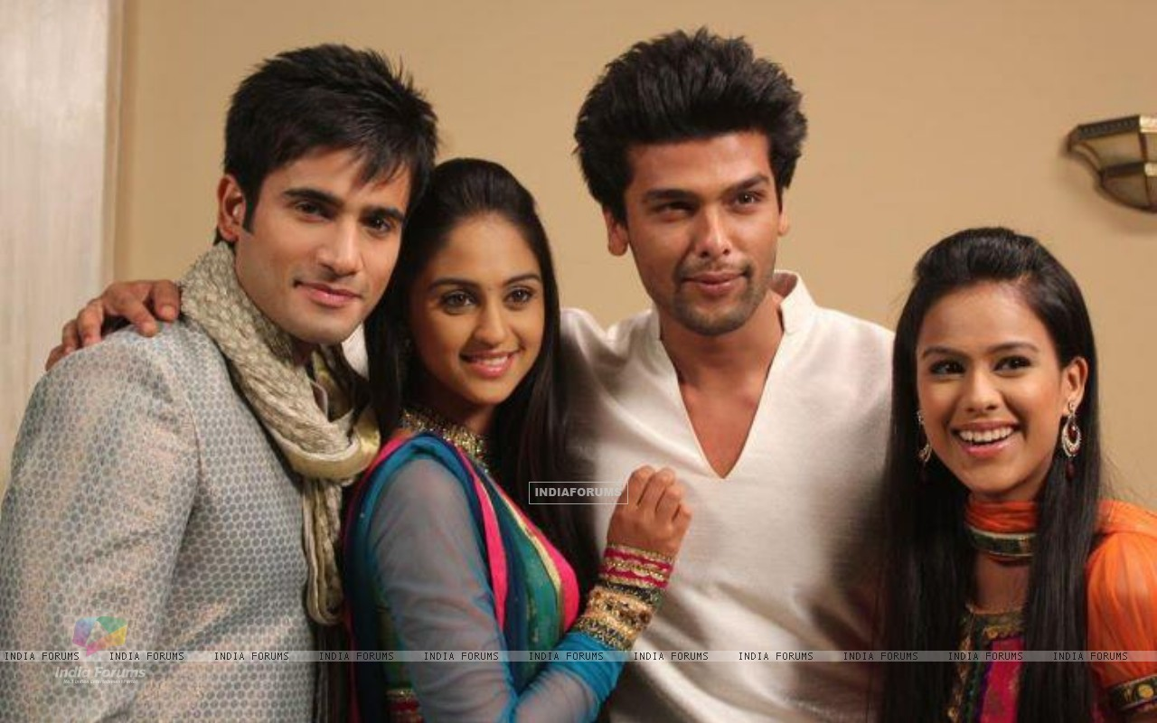 Karan Tacker, Krystle Dsouza, Nia Sharma and Kushal Tandon in the show Ek Hazaaron Mein Meri Behna H (166385) size:1280x800