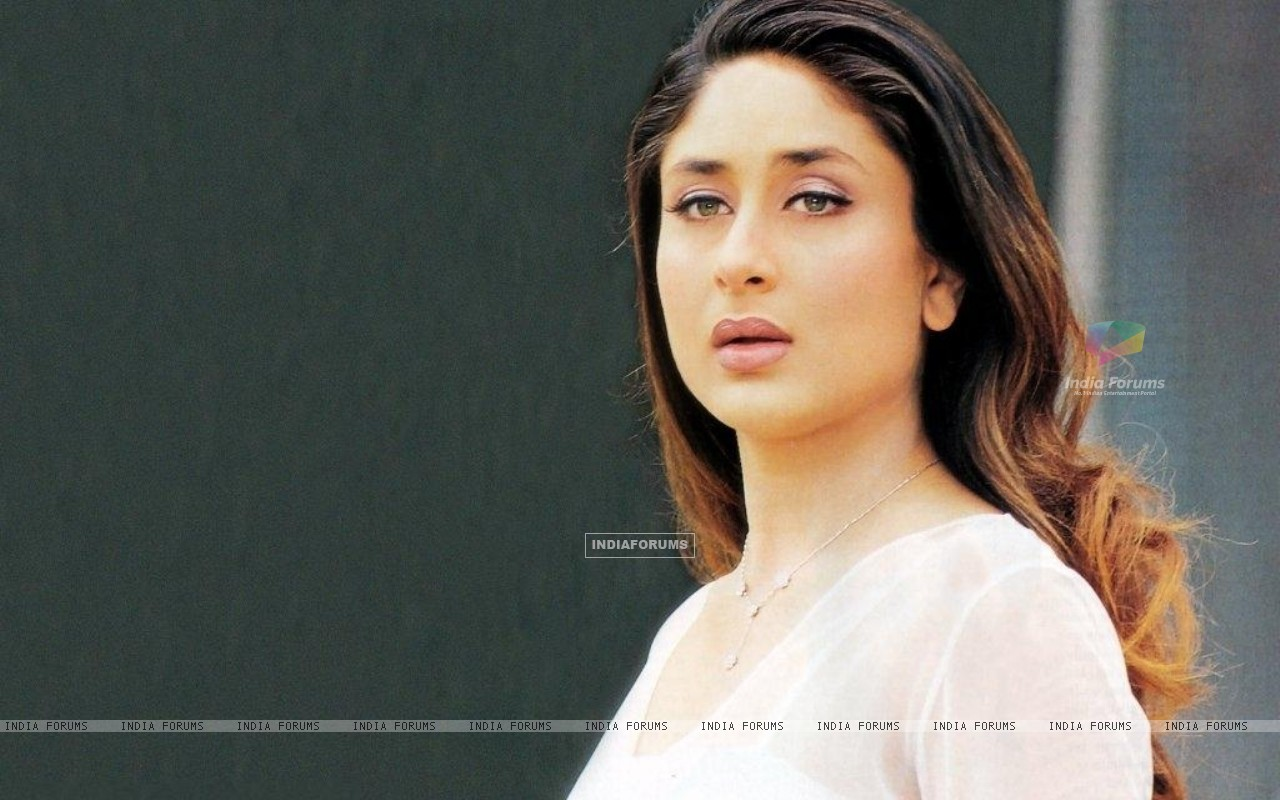 Home › Kareena Kapoor › Kareena Kapoor - Wallpaper (Size:1280x800