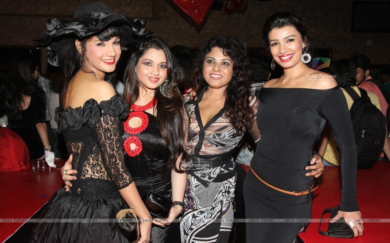 Mink Brar grace Rohit Verma's birthday bash with fashion show 'Hare' at Novotel (168333) size:1280x800