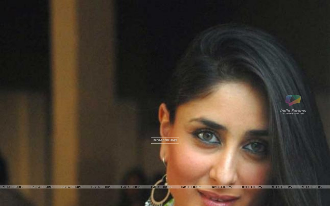 Kareena Kapoor in the movie Bodyguard (168660) size:1280x800
