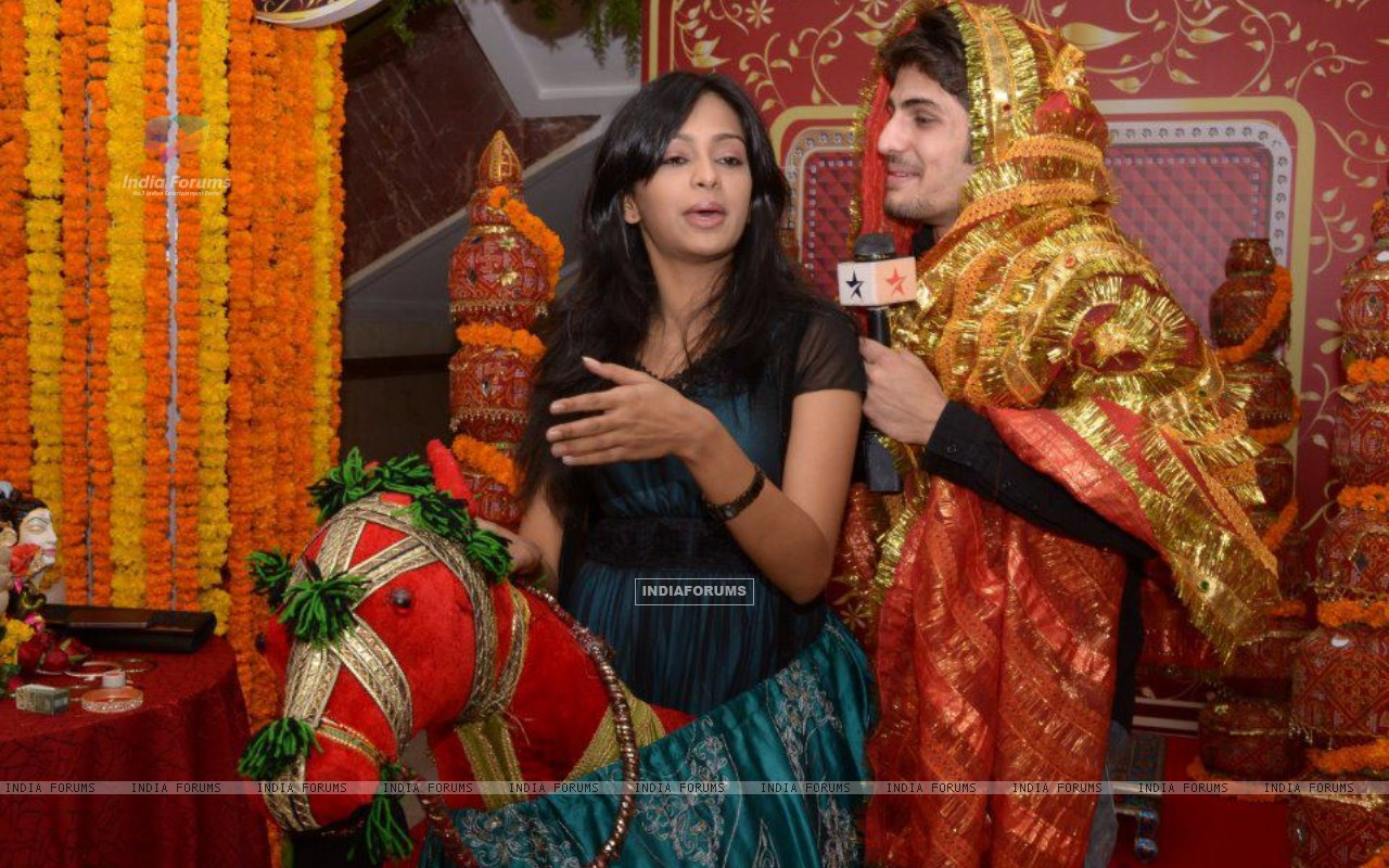 Mugdha Chaphekar & Rajat Tokas at SBS party (170342) size:1280x800