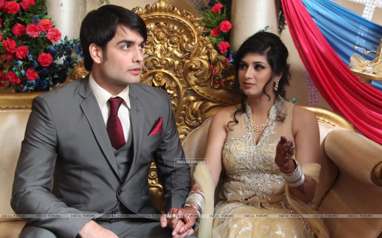 Vivian and Vahbiz engagement ceremony (171030) size:1280x800