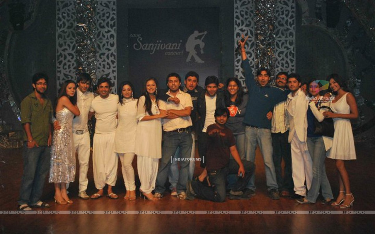 Cast and Crew of Dill Mill Gayye (171192) size:1280x800