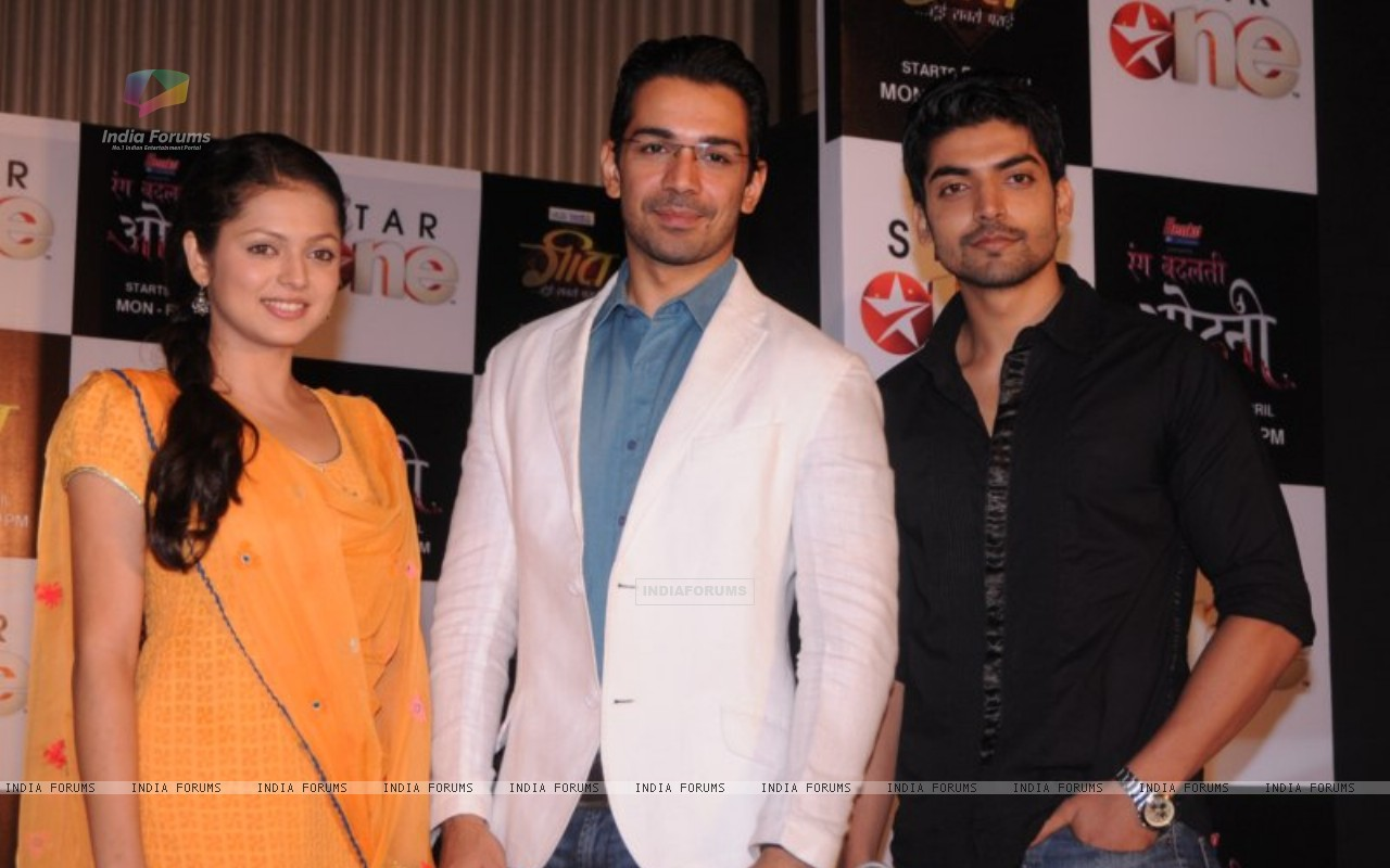 Drashti, Gurmeet and Abhinav at press conference of Geet (171753) size:1280x800