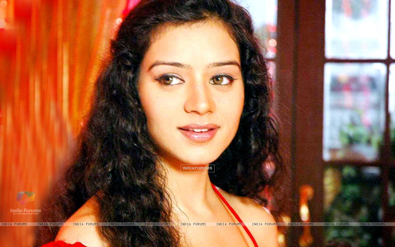 Sukirti Kandpal as Dr. Riddhima (171909) size:1280x800