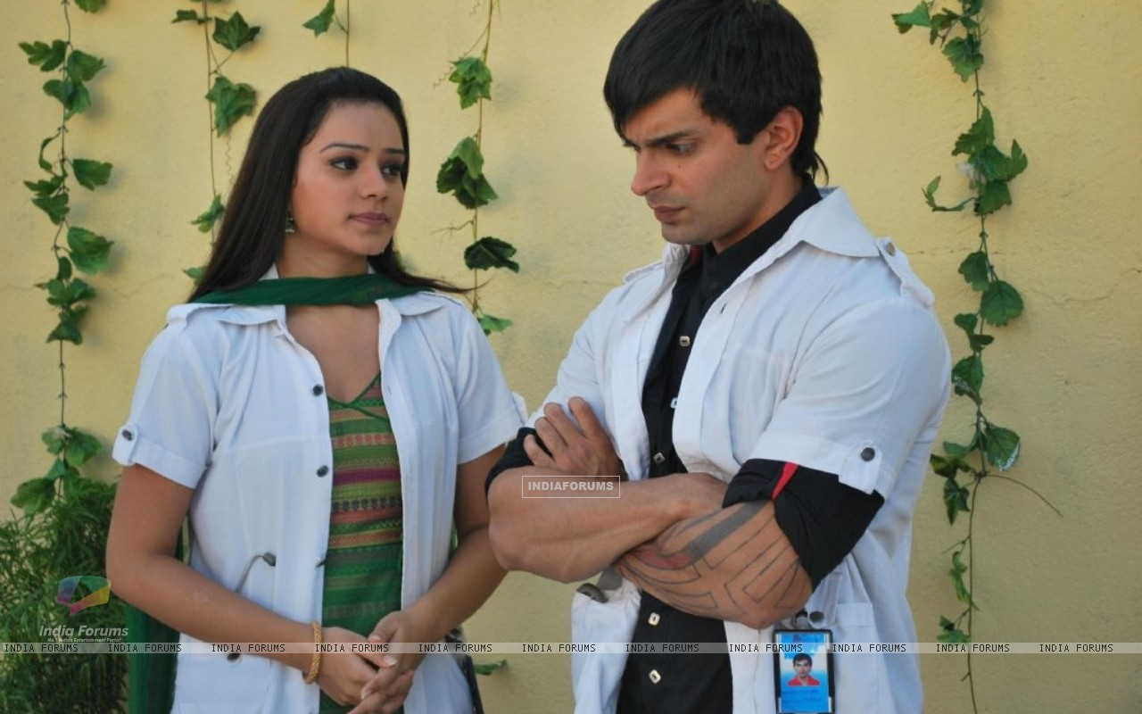 Still image of Dr. Armaan and Dr. Riddhima (172053) size:1280x800