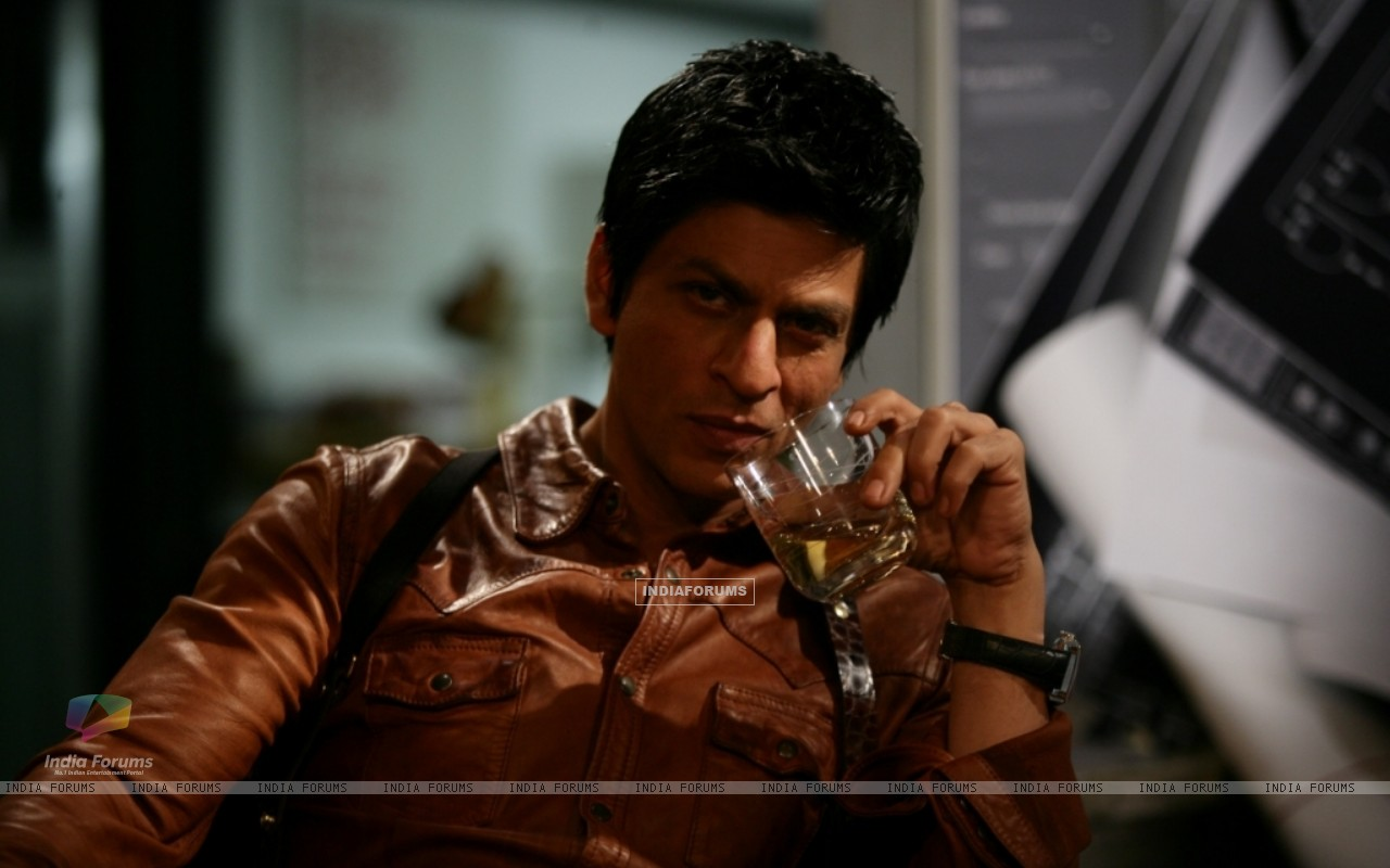 Shah Rukh Khan in the movie Don 2 (172584) size:1280x800