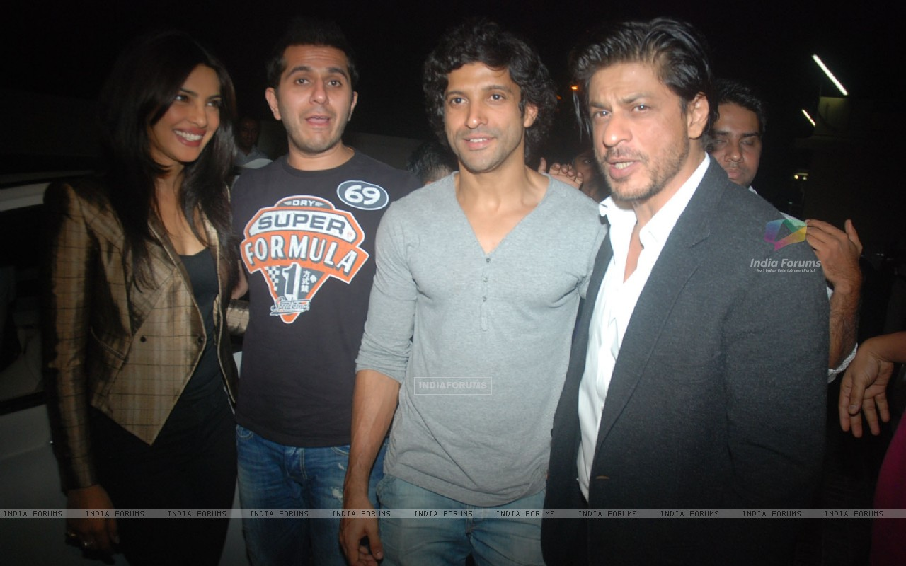 Priyanka Chopra, Ritesh Sidhwani, Farhan Akhtar, Shah Rukh Khan at Don 2 special screening at PVR (175839) size:1280x800