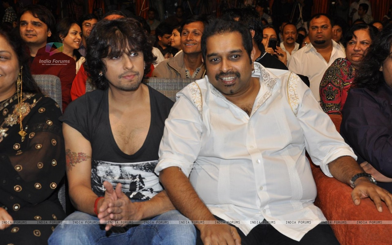 "Sonu Niigam, Shankar Mahadevan during the release of Kailash Kher's new album ""Kailasha Rangeele"" (178641) size:1280x800"
