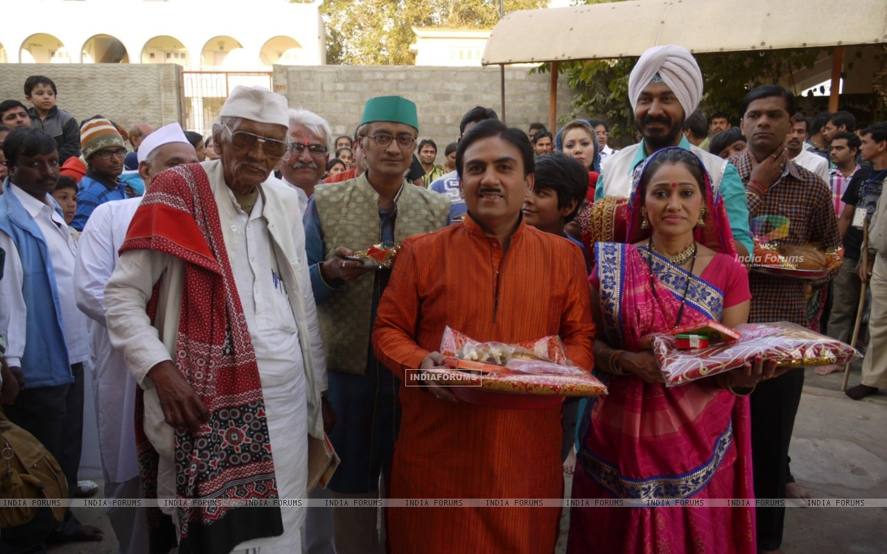 Dilip Joshi & Disha Wakani at Kutch in Ashapurna Temple in tv show Taarak Mehta Ka Ooltah Chashmah (180988) size:1280x800