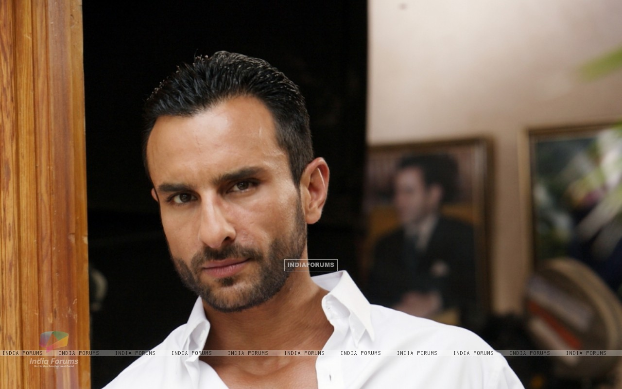 Saif Ali Khan as Vinod in the movie Agent Vinod (181829) size:1280x800