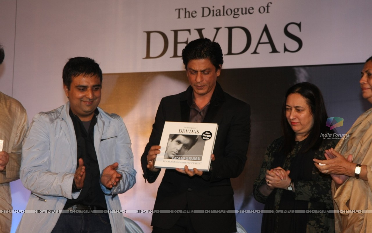 Shah Rukh Khan at Launch of Devdas dialogue book at Mehboob Studios in Bandra, Mumbai (183620) size:1280x800