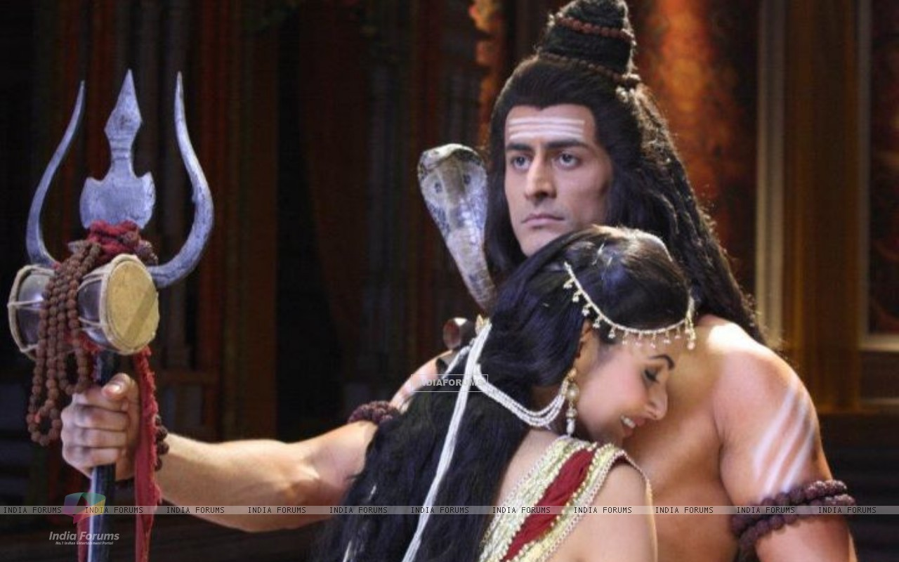 Mohit Raina aka Shiv and Mouni Roy aka Sati Still image from Devon ke dev.Mahadev. (184384) size:1280x800