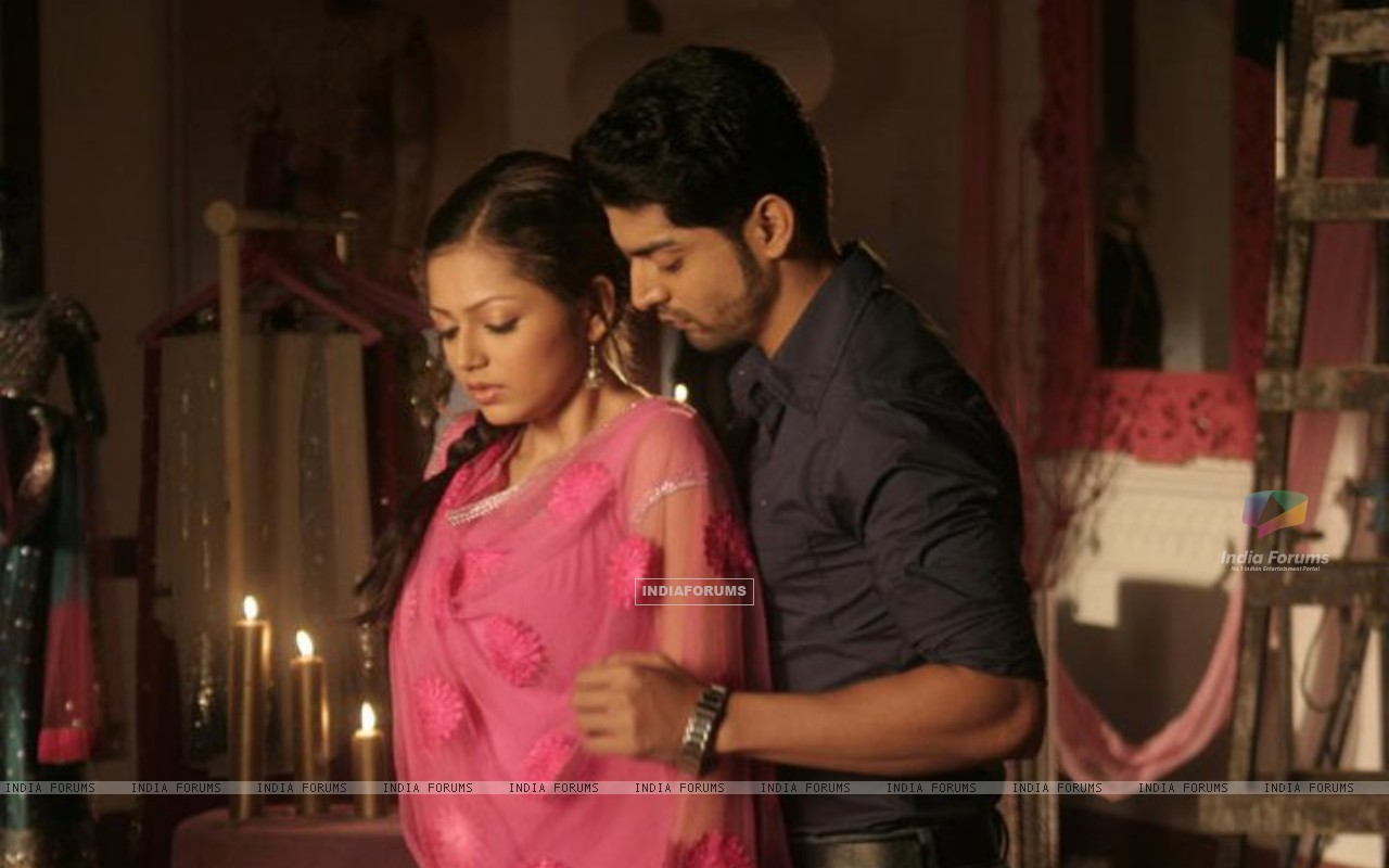 Gurmeet Chaudary as Maan and Drashti Dhami as Geet (184526) size:1280x800