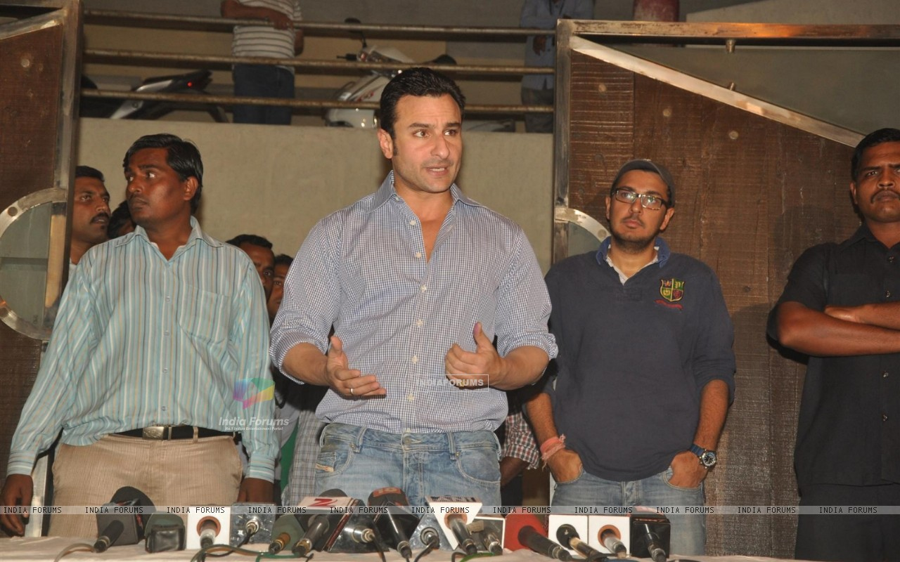 Saif Ali Khan House http://www.india-forums.com/wallpaper/1280x800/184652-saif-ali-khan-holds-a-press-conference-on-the-issue-of-his-arre.htm